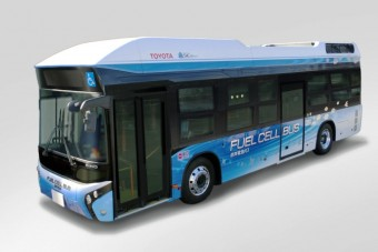 Vizet pöfög a japán busz