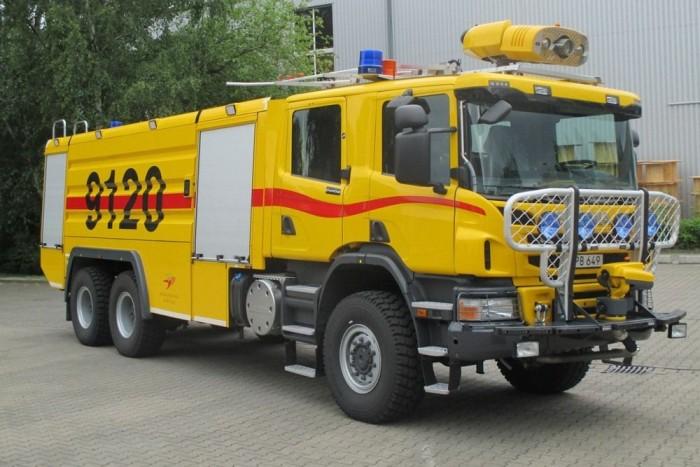 6x6-os kerékképletű Scania reptéri tűzoltó