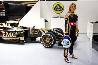 Az F1 ura kiáll a női tesztelő mellett