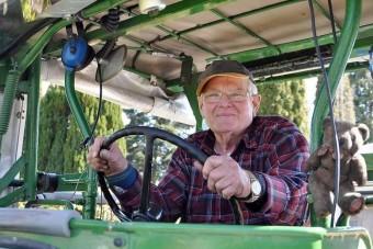 Traktorral döcögött 8000 km-t egy német nyugdíjas