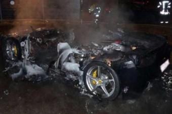 Felgyújtotta Ferrariját, hogy újat kapjon apucitól