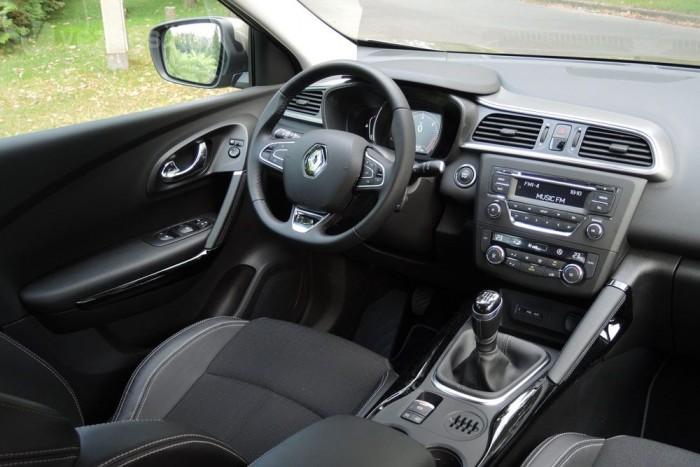 Kiváló az autó ergonómiája, a vezető könnyen eléri, és egyszerűen használhatja a különböző funkciókat