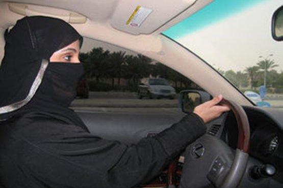 De főleg: miért is ne vezethetnének? Online petíció az amúgy autófüggő országban uralkodó középkori morál ellen.