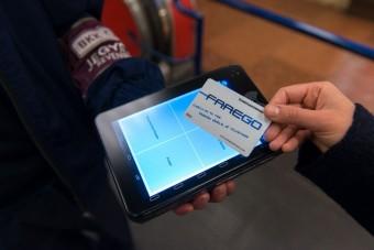 Bankkártyával is vehetünk jegyet a buszokon a jövőben