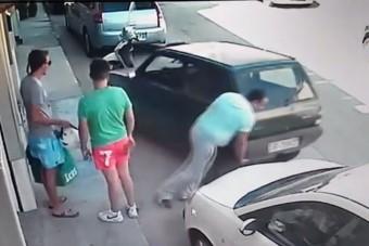 Erőferi arrébb rakta a kocsit, miután ráparkoltak