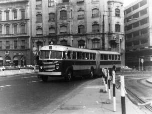Így született meg a csuklós busz