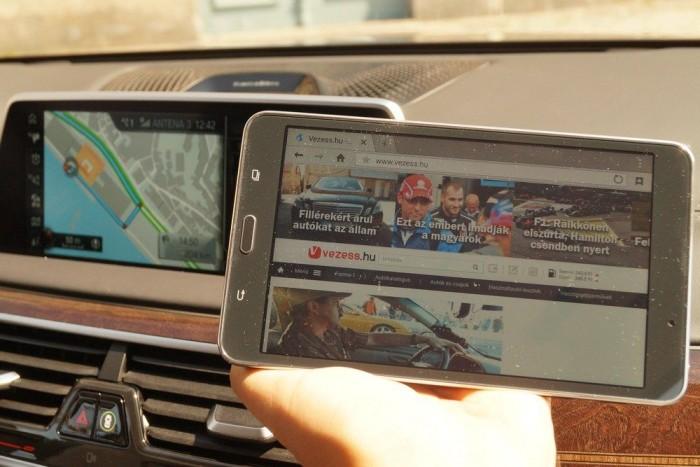 A multimédia-rendszer integráns eleme a Samsung tablet, amin ránéztem a Vezessre Portóban