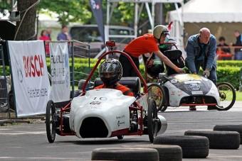 Léghajtású autók versenyeznek Kecskeméten