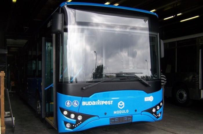 A BKV korábban összesen 18 darab Ikarus V127 típusú autóbuszt helyezett forgalomba. A cég a kedvező üzemeltetési tapasztalatokon felbuzdulva további 10 darabra írt ki tendert. A közbeszerzést az Evopro tulajdonába tartozó MABI-Bus Kft. nyerte, mely Modulo M108 D-re keresztelte modellt.