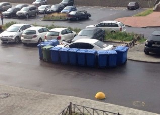 Kukások álltak bosszút a tilosban parkolón