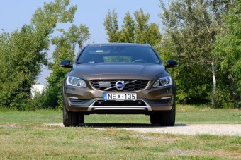 Teszt: Volvo V60 D4 AWD Cross Country