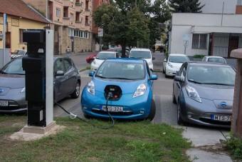 Ennek a városnak is van már villanyautó-gyorstöltője