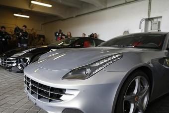Most megveheted a spanyol király két Ferrariját