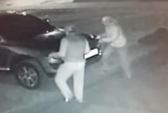 Egy pillanat alatt ellopták a Volkswagen lámpáit