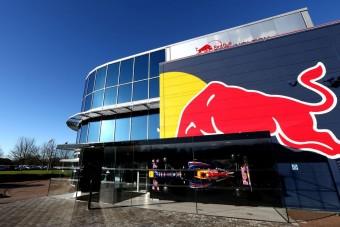 F1: A Red Bull-vezér tovább lebegtet