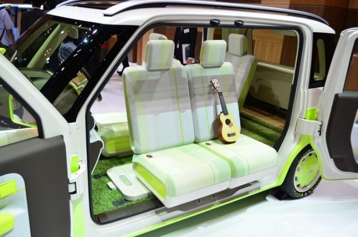 A Hinata elsősorban a hippi japánok számára lehet vonzó. Ezzel az autóval még egy kisebb tábortűzhöz is odaállhat az ember.