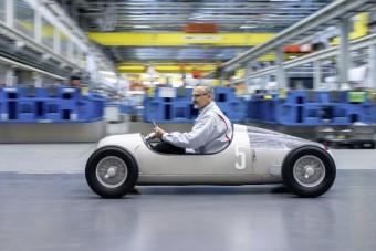 Legendás versenyautót nyomtatott az Audi