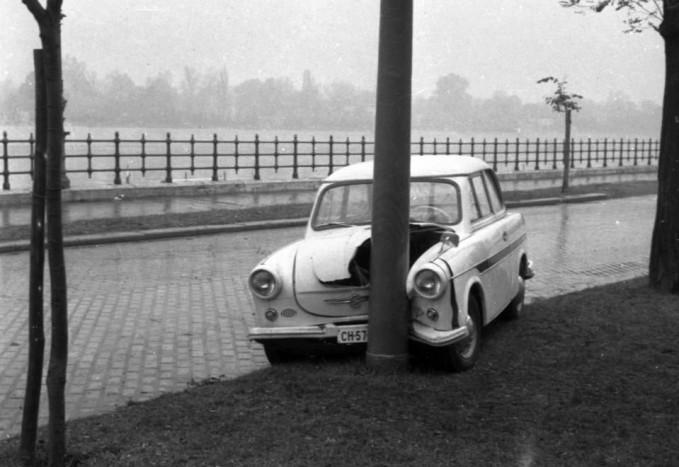 1963 Magyarország Budapest - XIII. Oszlopnak ütközött egy Trabant 600-as gépkocsi a Jászai Mari téren
