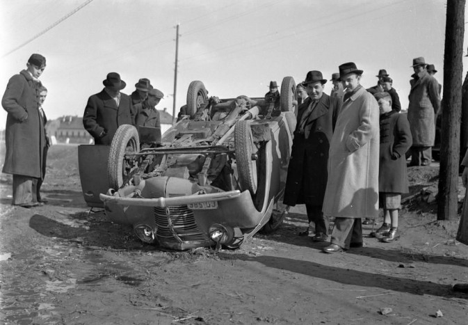 1940 Magyarország - felborult Opel Kadett személygépkocsi - Vass Károly