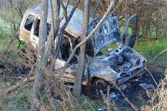 Felrobbant, kiégett egy autó Kunadacsnál - fotók
