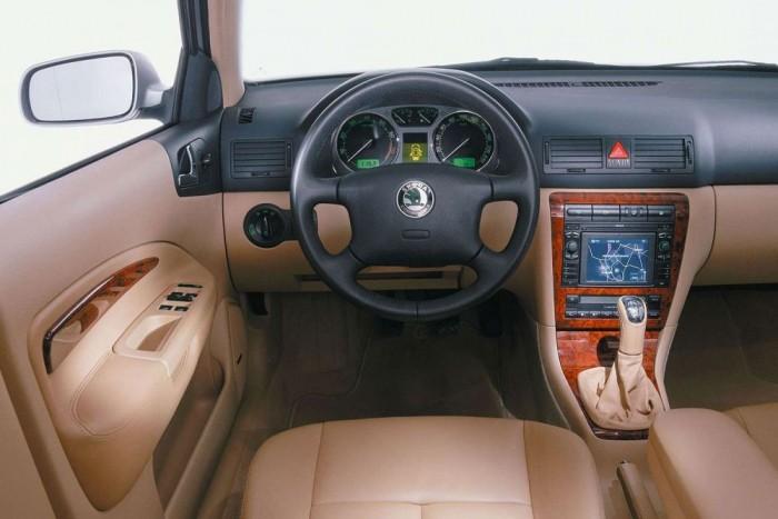 Laurin&Klement kivitelben is készült az Octavia, akár nagyképernyős navigációval. Állítólag a VW konszernt uraló Ferdinand Piëch nagyon szerette a cseh márkát, ezért nem csaptak a fejlesztők kezére, hogy ez vagy az a Volkswagen privilégiuma