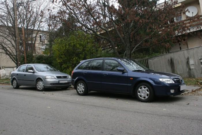 Egymillió Ft alatti családi autóként a G Astrának is komoly ellenfele a 323-as BJ. A Mazdából sokkal szűkebb a választék, de a leggyakoribb igényekre van megfelelő motor és karosszéria hozzá