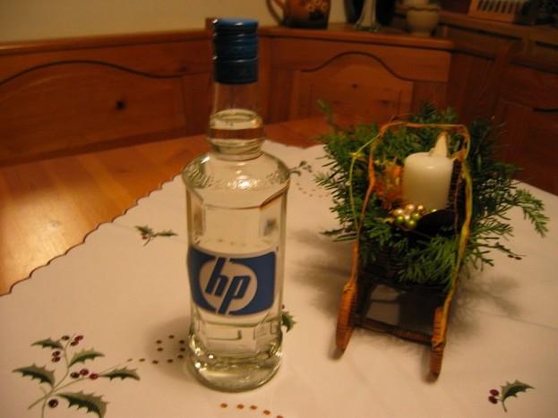 Az alkohol megoldja a problémát - Vannak élethelyzetek, amikor csak az alkohol segít. Esetünkben is jól jön, kézi fertőtlenítők formájában. Ezzel a befagyott zárak munkára fogását valósíthatjuk meg.