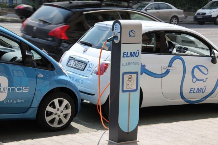 Hazánkban az ELMÜ-ÉMÁSZ az elektromobilitás egyik fő motorja. A Jedlik Ányos-programmal az állami háttér is adottá vált az elektromos autózás elterjedéséhez