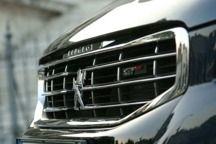 Visszatérésre készül a Peugeot, a költségcsökkentés jegyében az emlékezetesen jó RCZ-t és a 2,2 literes dízelmotort is törölték