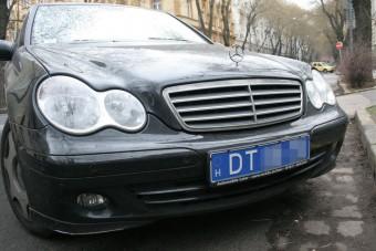Kiderült, milyen autókkal járnak a magyar diplomaták