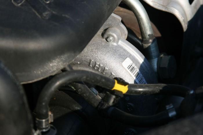 A japán IHI turbóval semmi gond nem volt, nem enged el olajat. A 150 lóerősé 1,0 helyett 1,3 barral tölt