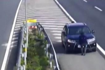 Életveszélyes megoldás autópályán a bírság megúszására