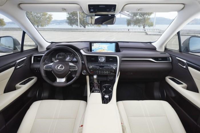 Finom, elegáns luxus és sajátságos ergonómia az új RX-ben