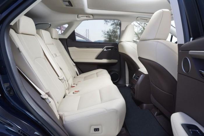A hátsó ülés is motoros