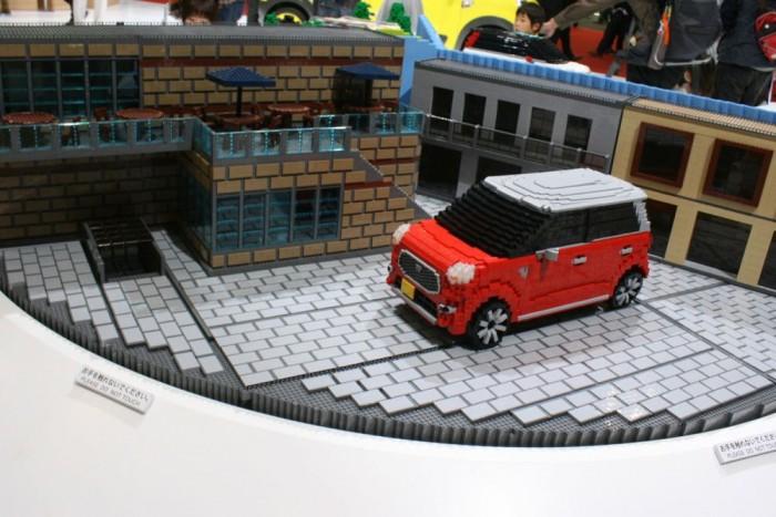 Rengeteg városi kisautó nyüzsög Japánban. A Tokiói Autókiállításon látott Lego épp egy Daihatsut ábrázol, de a belpiacos kategória királya a Suzuki