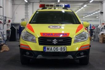 Magyar mentőautók a mentőszolgálatnál