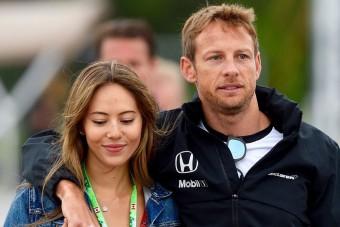 Egy év házasság után válik az F1-bajnok