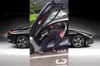 Na EZÉRT nem jár a Mikulás BMW i8-cal