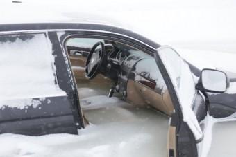 A terepjárós azt hitte, elbírja a jég, tévedett