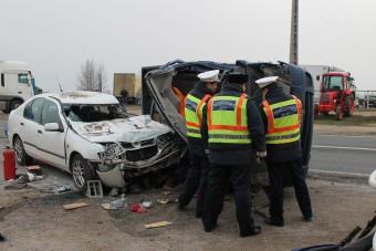 Megrázó képek a 4-es úton történt balesetről
