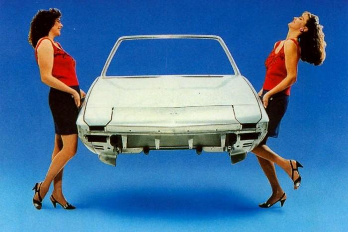A Fiat X1/9 könnyű, alumíniumbél készült orr-részének előnyeit illusztrálja ez a korabeli reklám