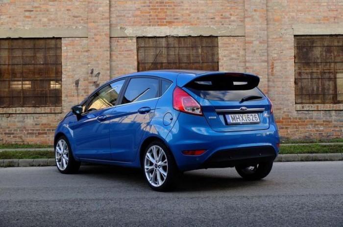 9. – Alig egy tizedliterrel jobb a Ford Fiesta, a merítés egész nagy, több mint 700 autós adatai alapján jött ki ez az eredmény. Bár a szélsőséges adatokat érdemes kidobni az értékelésből, a Fiesta mégis kivétel lehet ez alól, hiszen egy tucatnyian is vanna, akik 3,8 liter alatti fogyasztást is elértek vele. A maximum itt 8 liter. A Renault Clio, Mazda 2-es fogyasztási átlaga is ugyanennyi.