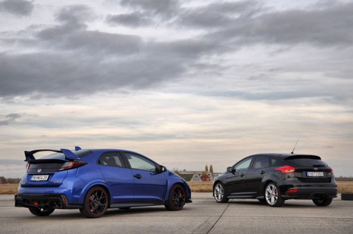 Abszolút egyenértékű a két autó. Nagyon tépve a Civic gyorsabb, a Focus szórakoztatóbb