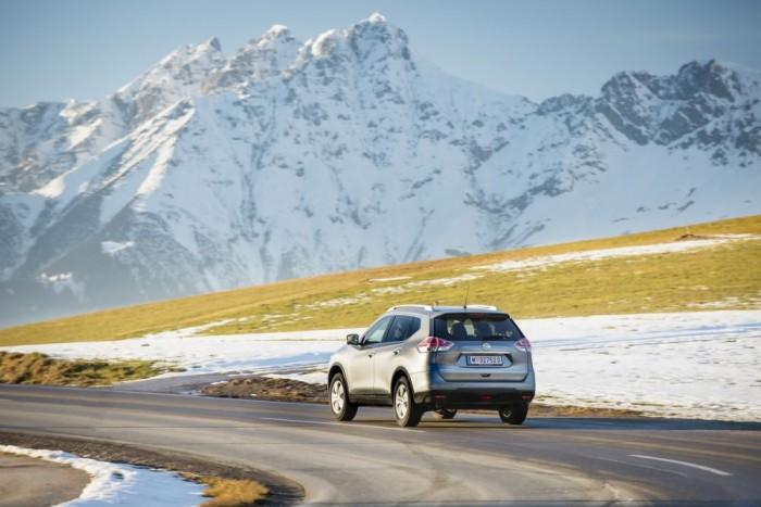 Jó kis autó az X-Trailt, a 130 lóerős 1,6-os dízellel nyomatékos és takarékos, kényelmi-biztonsági extralistája korszerű, nagy tempónál se zajos - szóval nem egy bob