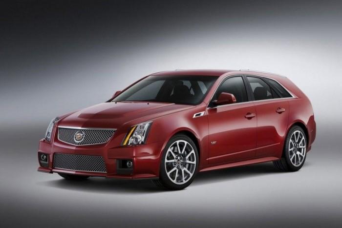 Cadillac CTS-V Wagon - (6,2, 15,7 l/100 kilométer, 564 LE) Aki röfögő V8-asról, pokoli teljesítményről, és hamisítatlan amerikai hangulatról álmodik a kispárnára száradt nyállal, annak ez a Cadillac hozza le a gyönyört. A Corvette ZR-1 motorjával, mágnesezéssel állítható lengéscsillapításával, 380 milliméteres kerámia féktárcsákkal a CTS-V-t komolyan kell venni, amit a 7:59,32 perces nürburgringi köridő is jelez. Mire begyakorolod a 4,2 másodperces időt százig, elfogy jó pár hátsó gumi és a kéttárcsás kuplungból is kellhet néhány