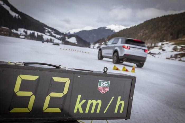 50-60 km/h-ról indítottuk a kikerülési manővert. A lényeg a türelem: meg kell várni, amíg reagálni kezd a kormányzásra a kocsi