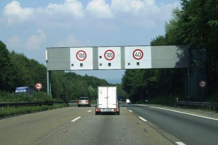 Ahol kell, ott helyi korlátozással lassíthatók a kamionok