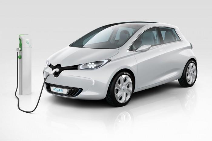 Pedig a 22 kWh-s lítium akkuval, 88 lóerős motorjával, 210 km-es elméleti hatótávolságával igen praktikus kis városi villanyautó ez is. Németországban 21511 eurós listaárral indul, de ez nem összevethető a Leaf magasabb árával, hiszen ehhez még hozzájön havi 49 euró akkubérleti díj.