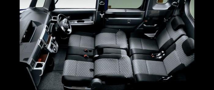 A Toyota Pixis Mega utastere franciaággyá alakítva