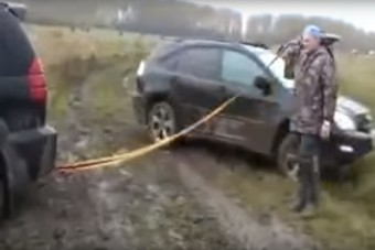 Ez történik, ha SUV-t viszünk ki terepre